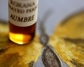 Aumbre Natural Botanical Perfume - Rich vanilla smoke and amber fragrance - Organic - Exotic, warm, unisex notes of incense of faraway lands