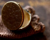 Terrestre Solid Natural Perfume in Round Compact - Earthy and grounding with precious OUD - A portrait of Earth. Autumn - Warm