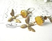 Honey bee earrings lemon czech glass garden fashion