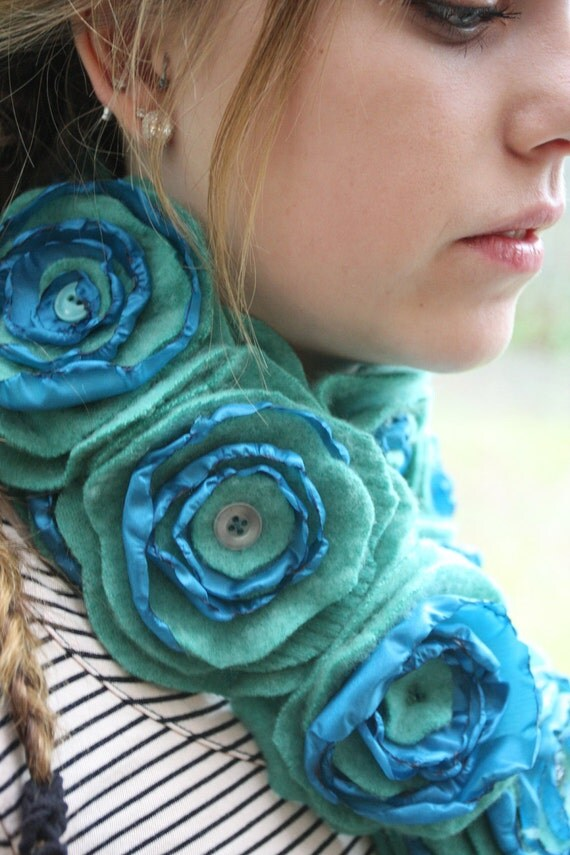 gReen wITh eNvY - 100% cashmere recycled handmade flower scarf