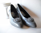 Vintage Shoes Size 7.5 Gray  Leather Pumps Liz Claiborne 1980s Grey Shoes High Heels Office Secretary Style