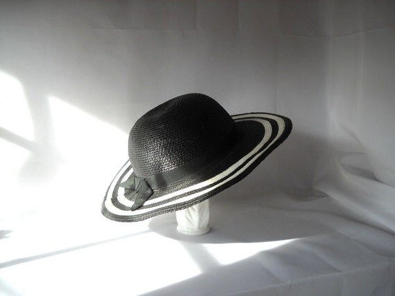Straw Hat Vintage Hat Black and White Sunhat Summer Fashion Black and White