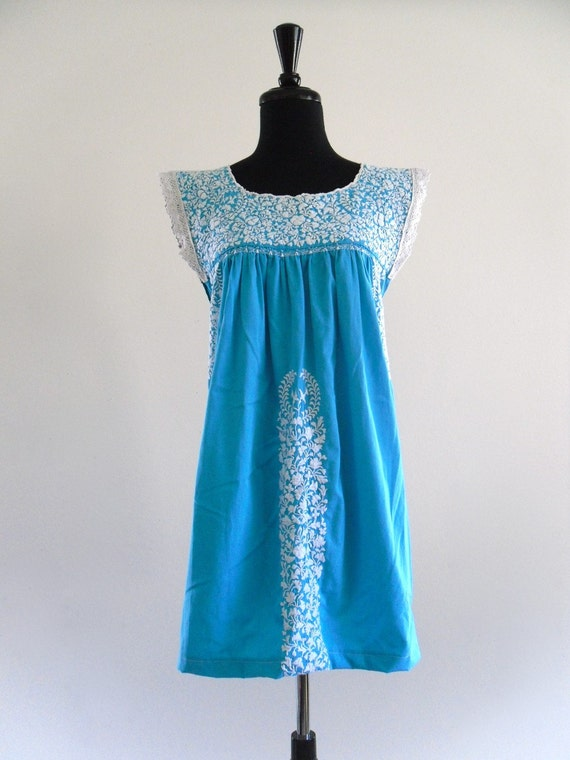 70s Mexican Oaxacan Ethnic Embroidered Lace Cotton Crochet Festival Mini Dress . One Size . SML . D029 .