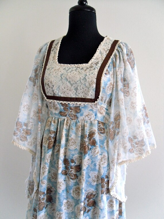 reserved . Jan 25 . 70s BoHo LaCe CottoN LineN fLuTTer sLeeVes Hippie MaXi GoWn DreSs . Small . SM . medium . D145 .