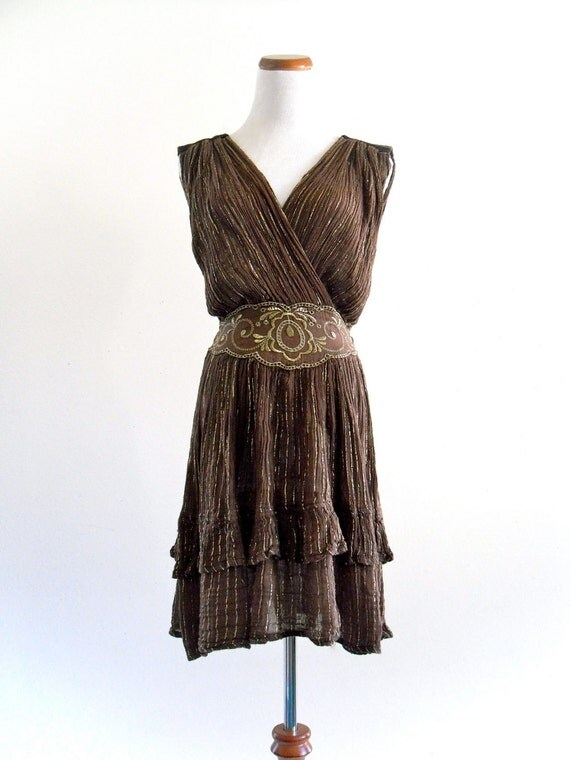 BoHo bRowN CottoN GauZe GoLd MetaLLic HiPpie FestiVaL eMbroiDered RuffLe Mini DreSs . SML . D193 .