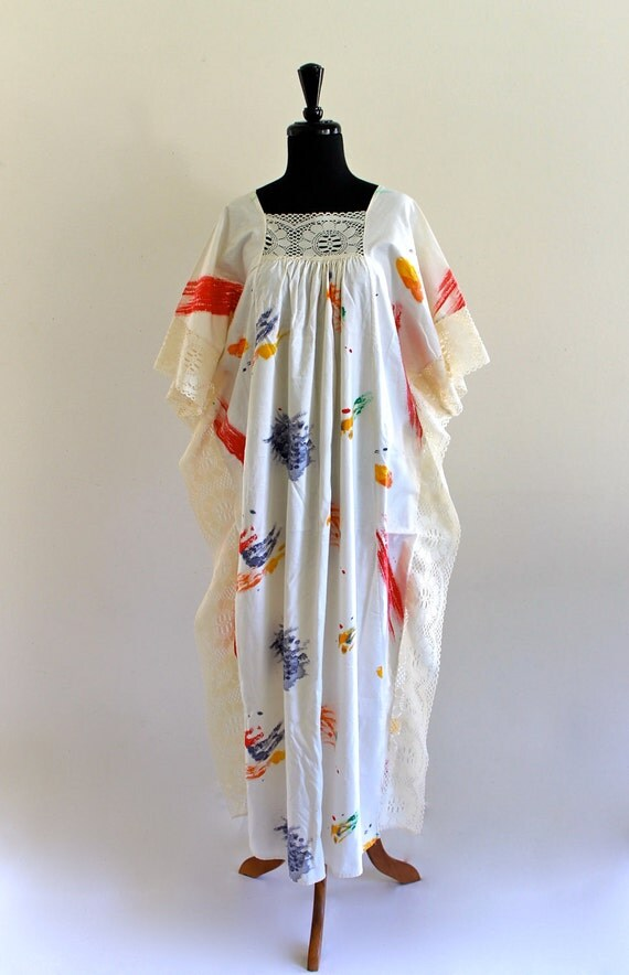 70s BoHo Hippie iVory LaCe CottoN PainT spLatteR CafTan KafTan HouSe Maxi DreSs . Free Size . D093 .