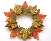 Leaf Brooch -  Enamel Brooch - Maple Wreath - Brass Brooch - Vintage Jewelry - Fall Jewelry