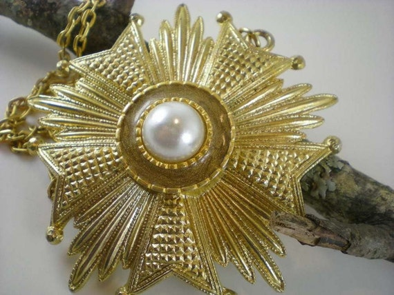 Vintage Necklace Huge Sunburst Gold Tone With Pearl Cabochon  Pendant On Chain