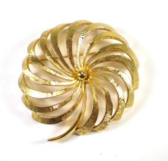Vintage Monet Large Gold Tone Flower Brooch Pin
