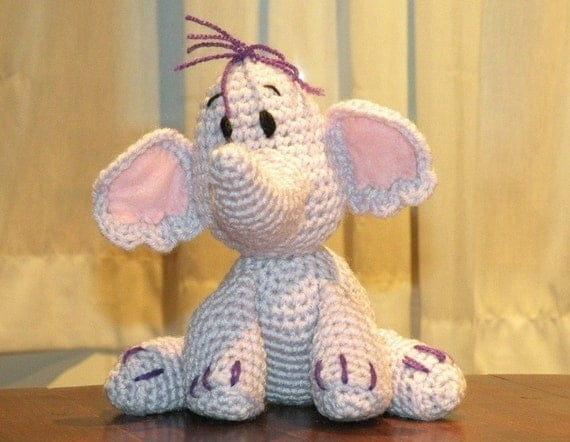 PDF - Heffalump Lumpy the elephant friend of Winnie the Pooh - 8 inches amigurumi doll crochet pattern. Available in English or Spanish