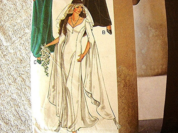 Medieval Renaissance Wedding Costume Gown Dress Pattern with bell sleeves - Style size Misses 8 10 12 14 16 18 UNCUT