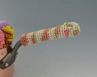 Item 13 - ManHandle Pot Holder in Blossom