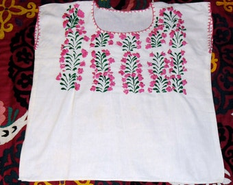 Vintage Hand Embroidered Mexican Huipil Pink flowers and Green Vines on White Cotton