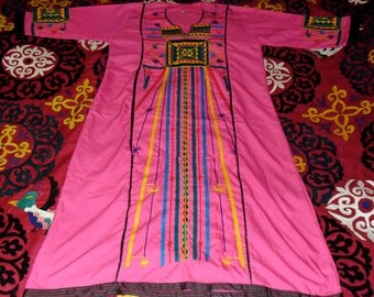 Vintage Mysterious Egyptian Embroidered Kaftan Dress Geometric pattern on Hot Pink