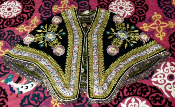 Elegant Vintage MOROCCAN Tambour Embroidered Poncho Cape Flowers AND Paisley
