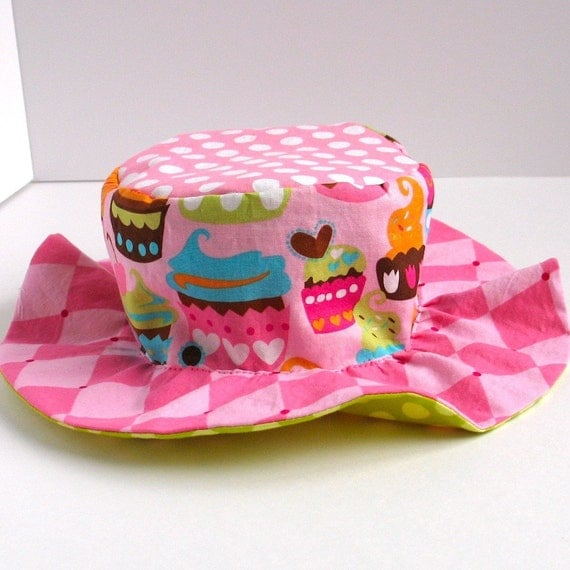 SALE - Cupcake sun hat, wide brim, for toddlers girls with lime green flowers