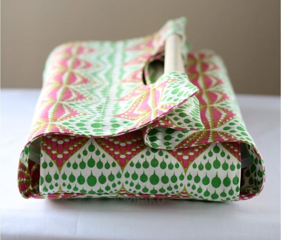 Raindrop design casserole carrier