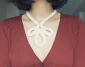 et puis le jour arriva - crochet textile necklace