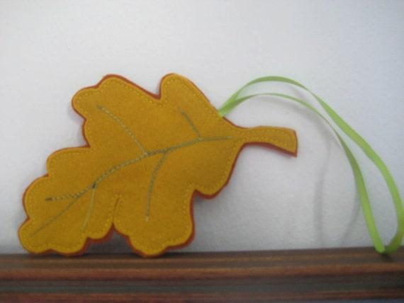 Woodland Oak Leaf Ornament
