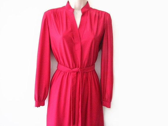 SALE - vintage 70s day dress, magenta pink v neck secretary dress, size s m