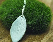 ficus leaf necklace in grey