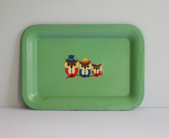 Small Green Metal Tip Tray with a Vintage Decal of Three Owls