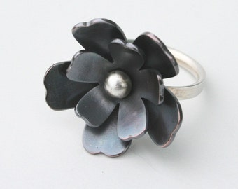 Pretty Black Flower Ring, Black Metal RIng, Black Ring, Black and Silver RIng, Flower RIng, Flower Jewelry, Black Patina, Metalwork
