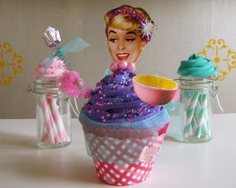 Fake Cupcake Retro Insp. Cupcake Queen Collection Betty Limited Ed. Good Luck Cupcake Charm for Bakers One and All Original 12 Legs Concept