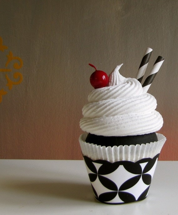 Black And White Cupcake Images : Fake Cupcake 12 Legs Original Black/White Tres Chic Cupcake