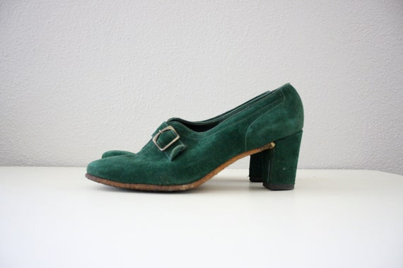 1960s Mod Shoes in Emerald Green Suede Leather . Retro High Heel Loafers