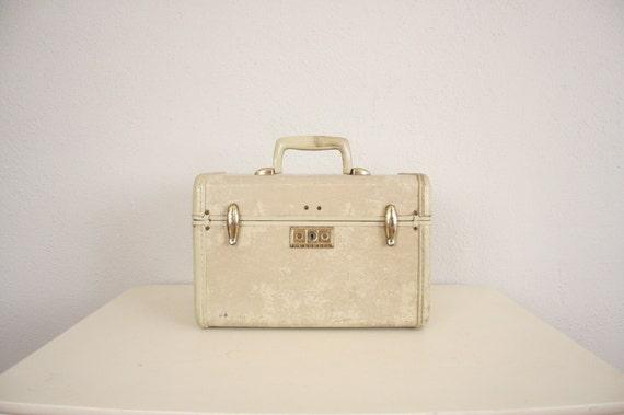 Vintage Train Case // 1950s Samsonite Train Case in Beige // Mid Century Luggage