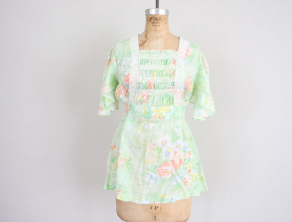 1970s Vintage Peasant Blouse in Mint Green Floral Bohemian Print