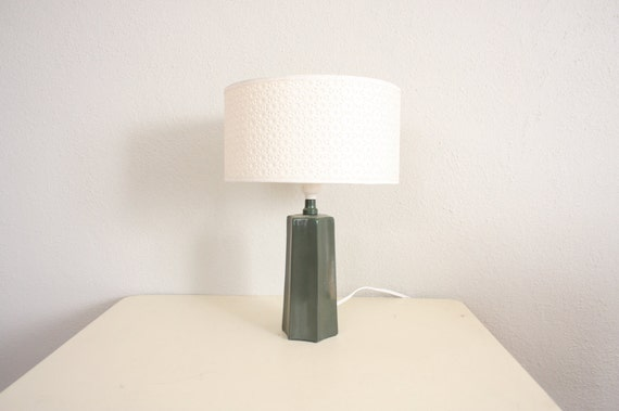 Vintage Mod Lamp // 1960s Mid Century Retro Lamp in Avocado Green and White