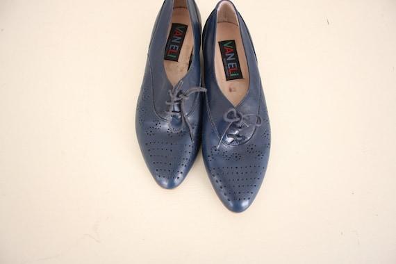 Vintage Shoes // Retro Leather Spectators // 1980s Navy Blue Lace-Up Shoes