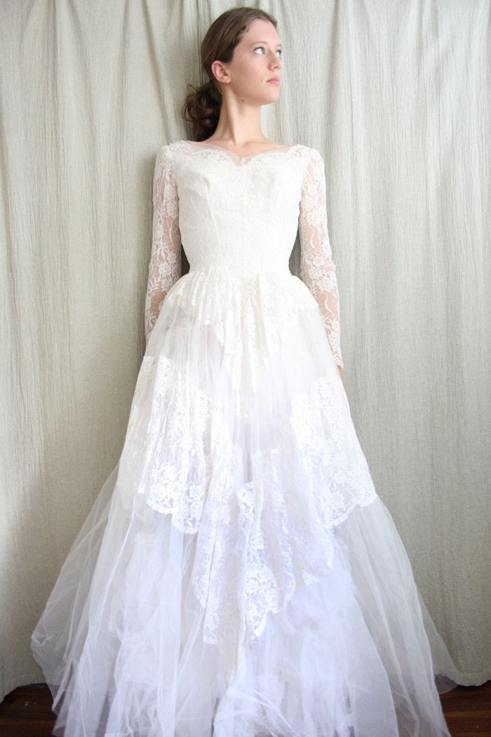 1950s Lace Lace Fashion Article Popularity Of 1950s Lace: Vintage 1950s Lace Wedding Gown