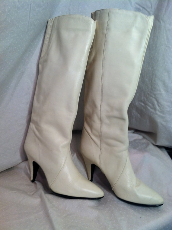 Cream Color Vintage knee High, high heel boots 7.5