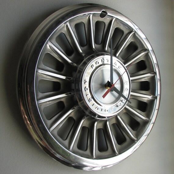1965 Pontiac Hubcap Clock