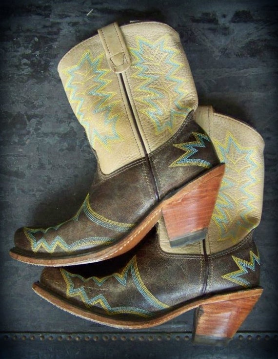 Beautiful Two Toned Ankle Cowgirl / Cowboy Healed Boots Sz 7