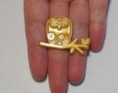 Gold Owlyoop Owl brooch pin badge