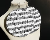 Sheet music fabric circle earrings (White) - earjeans