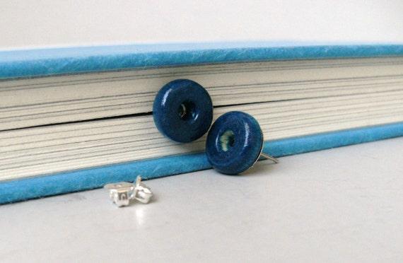 Wood button post earrings - blue