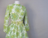 Vintage 1960s SPRING Green Daisy Dress XS-S