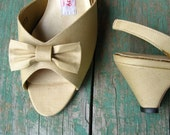 Champagne Bow Shoes / Vintage 1960s / DeadStock / 9