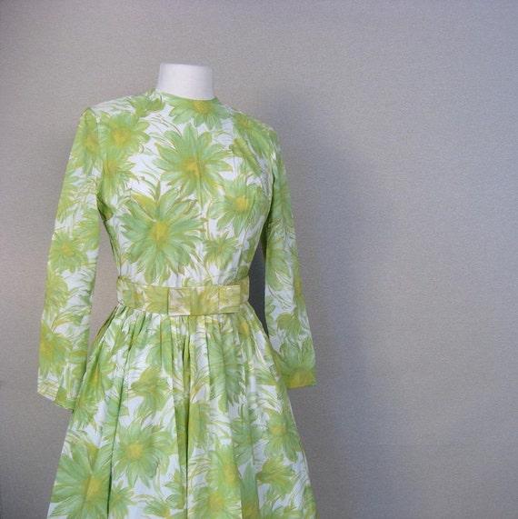 Vintage 1960s SPRING Green Daisy Dress XS-S