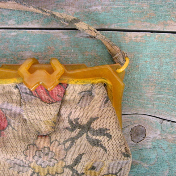 40s Tapestry Bag /  1940s Purse / Lucite Frame