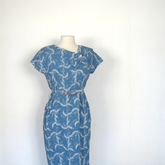 Vintage 1950s Dress / Frosty Leaves / 50s Dress / Cornflower Blue / M