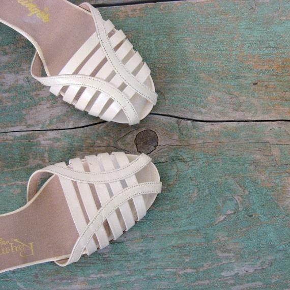 Kitten Heel Shoes / 60s Sandals / Ivory / 1960s Shoes / Deadstock / 9 1/2