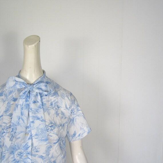 Vintage 1960s Blouse / Ascot Blouse / 60s Blouse / Blue Floral / Large L