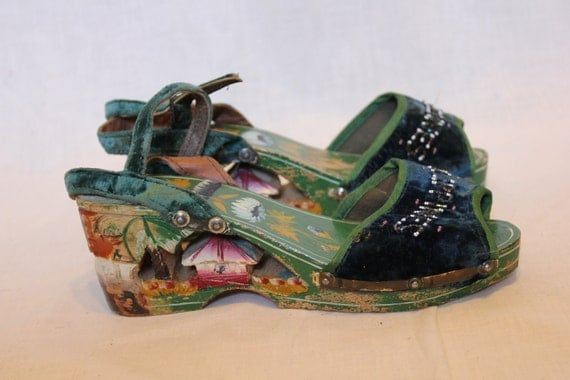 1940s carved wooden hand painted beaded platform sandals Philippines tiki
