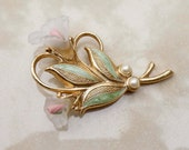 Vintage Gold pearl flower rose brooch